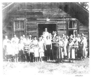 Photo of congregation from the mid-1950s