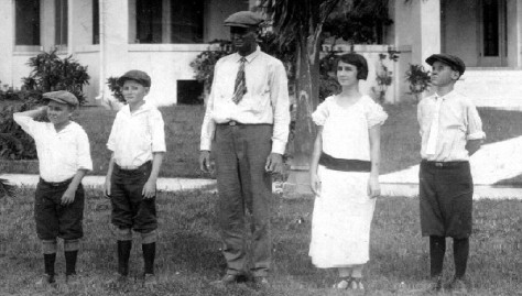 Lois Brett with father Jessie Lee Brett and brothers