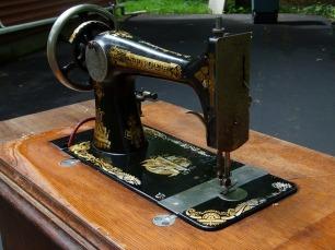sewing-machine-2463071_640