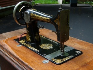 sewing-machine-2463071_640